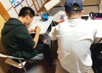 学習塾アトムズの予習授業 写真